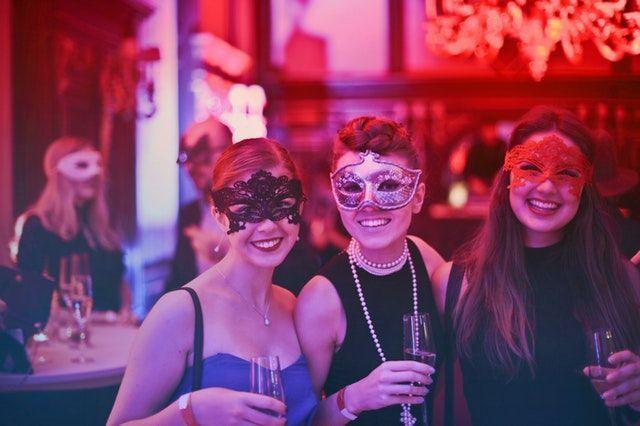 dinamicas de grupo divertidas organización de cenas de navidad para empresas
